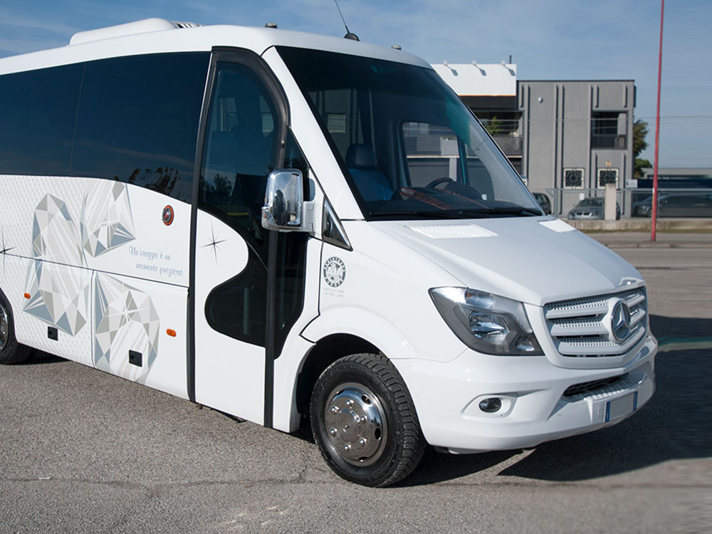 20 seats minibuses rental with private driver NCC Perugia - Baroni Autonoleggi Umbria Italy